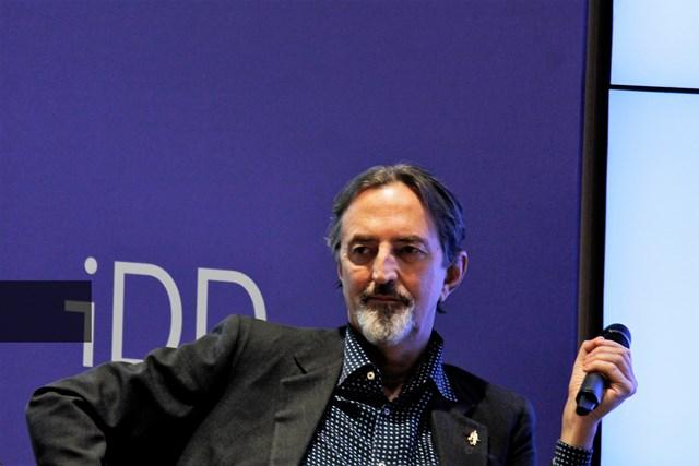 """Giovanni Gastel e il """"romanzo fotografico"""" Sottsass"""