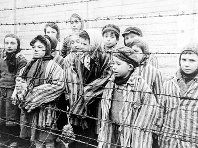 Bambini nel lager di Auschwitz